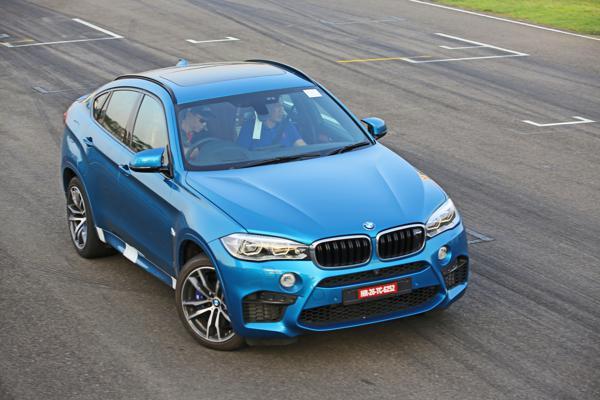 2015 BMW X6M Images 2
