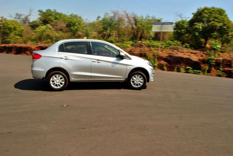 Honda Amaze Turning Image